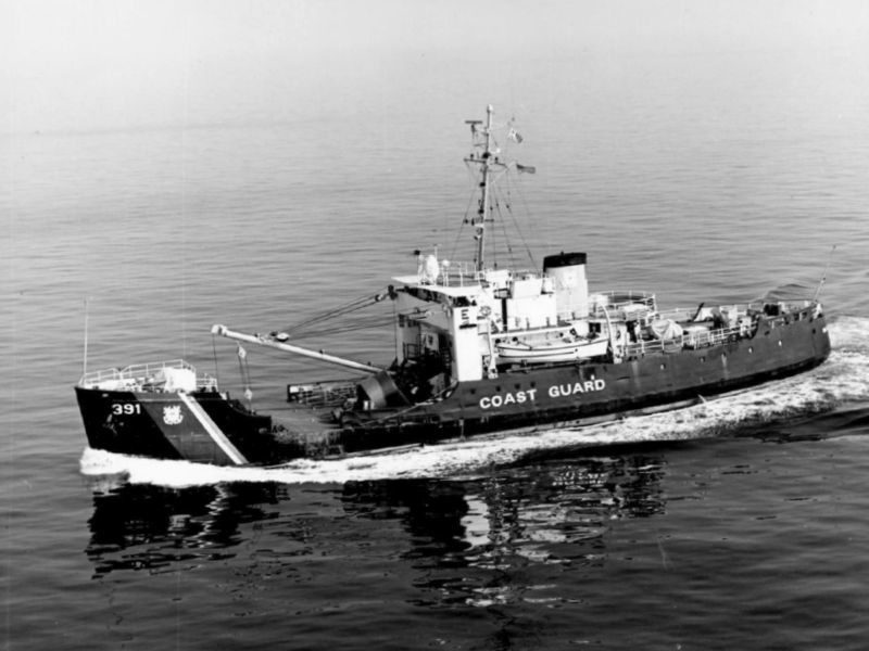 USCGC_Blackthorn_(WLB-391)_underway_in_1972