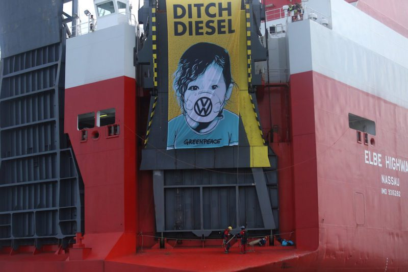 greenpeace scales ship