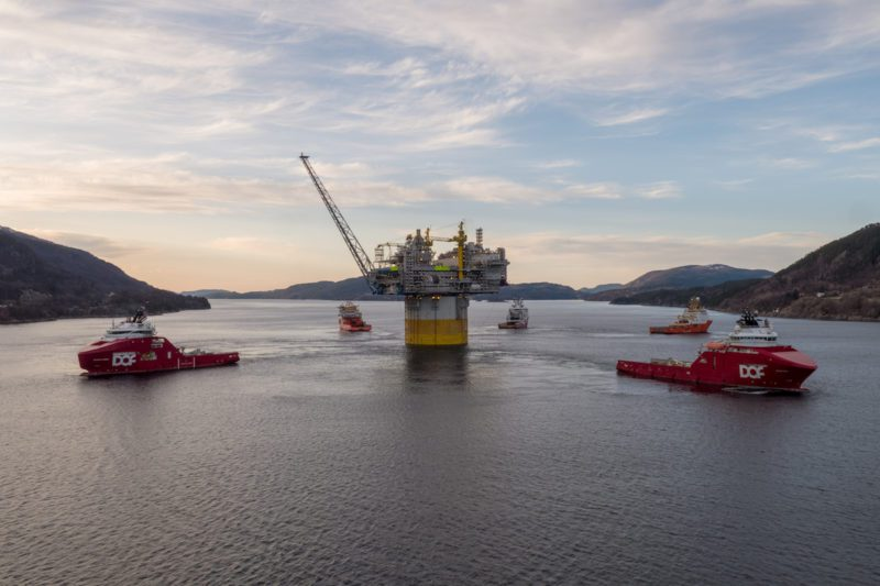 Aasta Hansteen spar tow-out